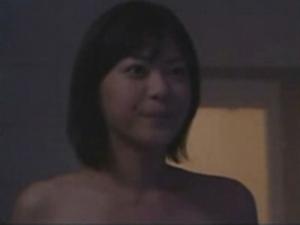 唯一乳首が見えちゃった全裸の濡れ場映像
